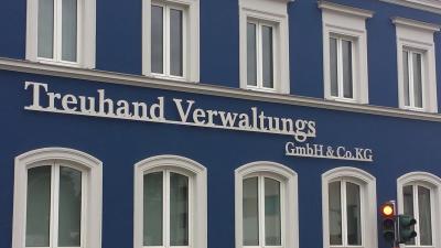 Fassadenschriftzug aus Edelstahl