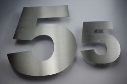 Edelstahl Hausnummer individuell geschnitten