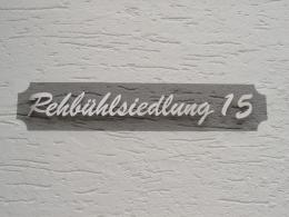 Straßenname für die Hausfassade